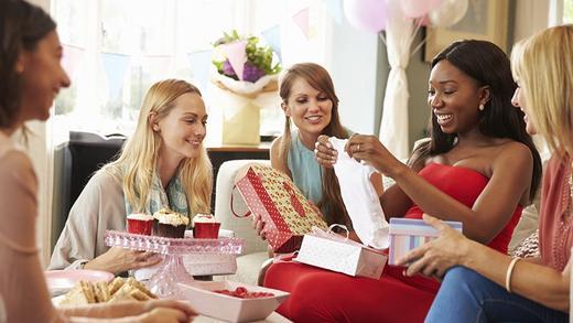 Read more about the article Cadeaux originaux pour bébé et future maman !